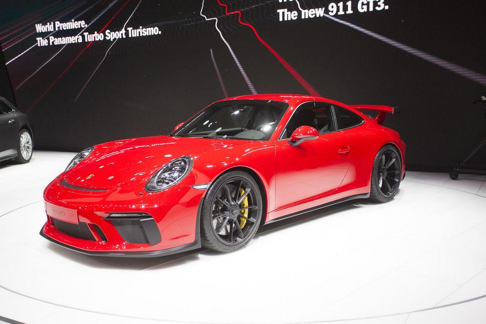 GENF: Porsche rõõmustas kolme uudisega