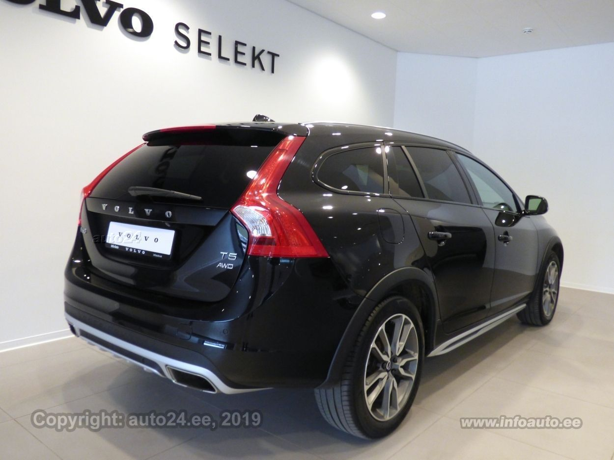 Volvo V60 Cross Country Summum AWD 2.0 T5 180kW