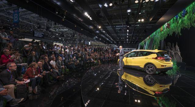 Opeli pressikonverents 2016. aasta Pariisi autonäitusel. Foto: Opel
