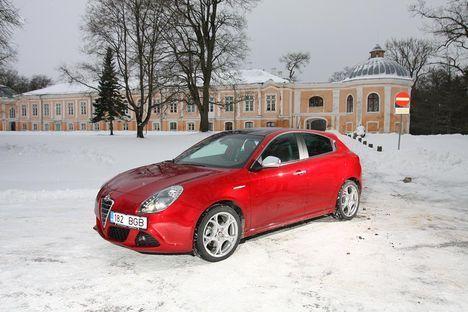 Topeltsiduriga käigukastiga varustatud Alfa Romeo Giulietta on tavakäigukastiga sõsarast nii kiirem kui ka ökonoomsem.