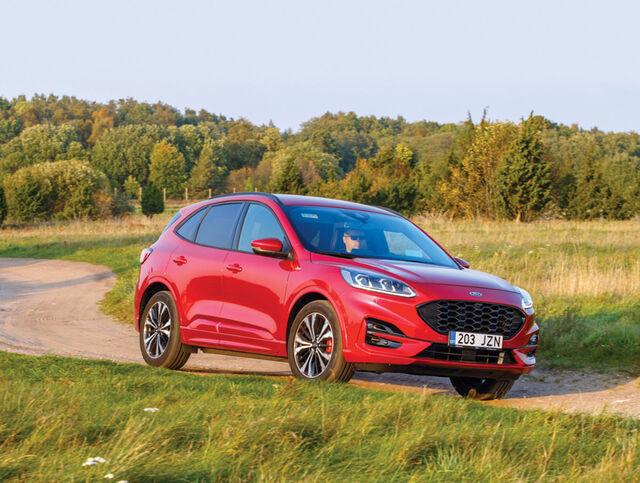 ST-Line paketiga Ford Kuga kliirens on tavamudeli omast veidi väiksem, aga ikkagi sobiv kehvemale teele. Foto: Pille Russi