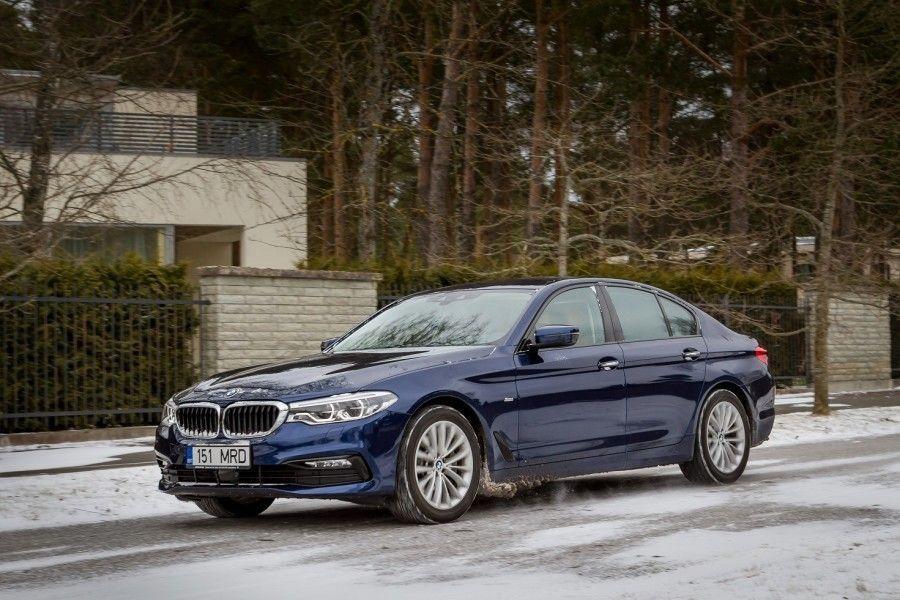 5. seeria BMW ei kaota 7.seeriale enam suurt muu kui tagaistme ruumikuse arvelt. Kõiksugu rohkem ja vähem vajalikku moodsat kraami on praktiliselt sama palju ning sõidumugavusegi kallal viriseda on raske.