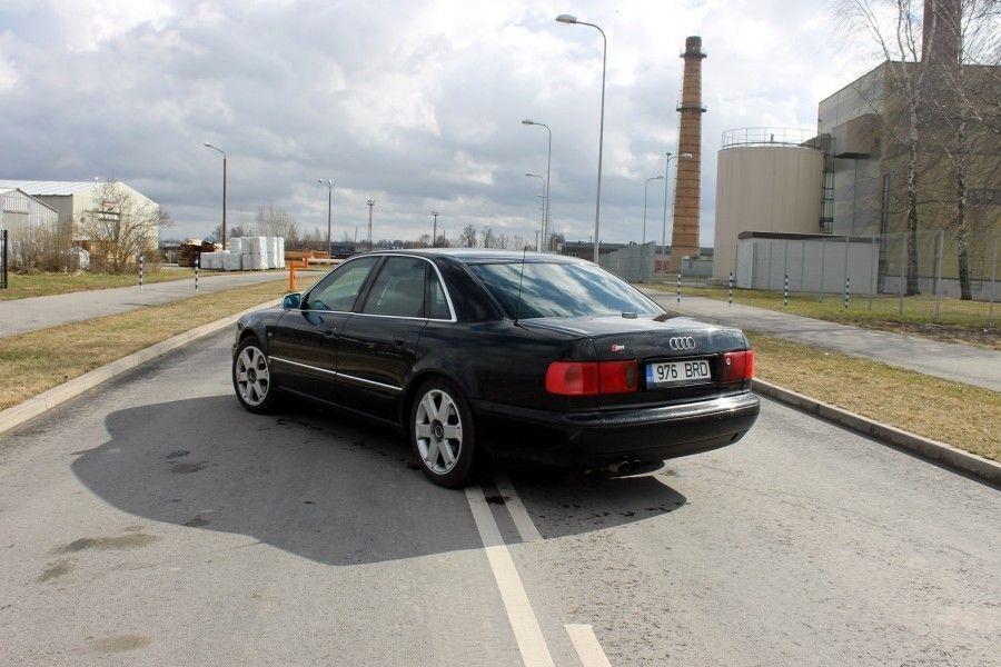 Nagu eelmises kirjutises Audi A8 kohta sai juba mainitud, taandus A8 põhisõiduki staatusest ja tegi ruumi uuele, 1999. aasta Audi S8-le.